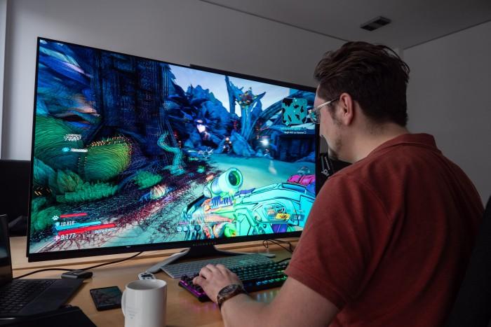 Games machen auf dem Riesendisplay schon Spaß. (Bild: Martin Wolf/Golem.de)