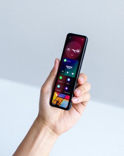 """Das """"Project Gem"""" genannte neue Smartphone von Essential ist schmal, dafür aber ungewöhnlich lang. (Bild: Essential)"""