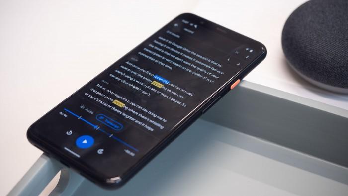 Die neue Live-Transcribe-Funktion kann in Echtzeit Sprachaufnahmen in Text umwandeln. (Bild: Heiko Raschke/Golem.de)