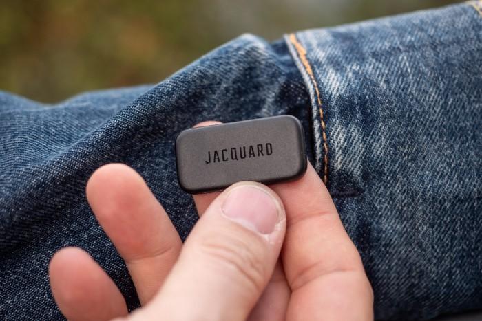 Der Jacquard-Dongle beinhaltet auch eine LED. (Bild: Martin Wolf/Golem.de)