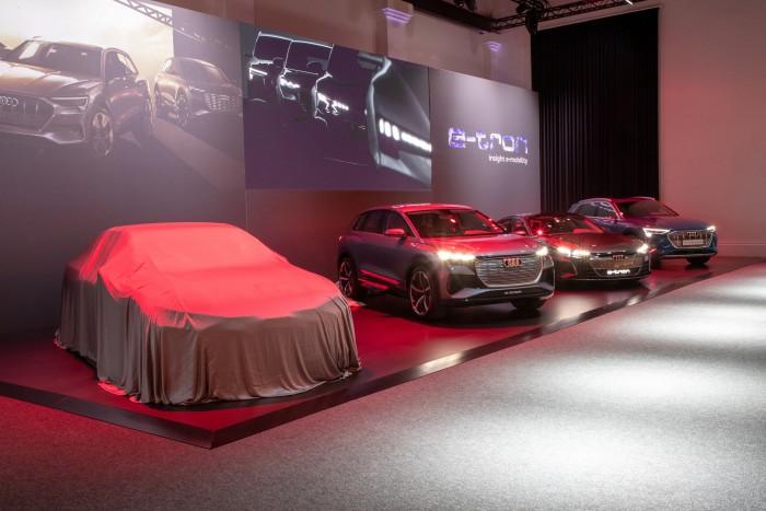 Audi zeigt seine vier Elektroplattformen: Die Design-Studie links auf Basis der PPE bleibt aber noch der Öffentlichkeit verborgen. (Foto: Audi)