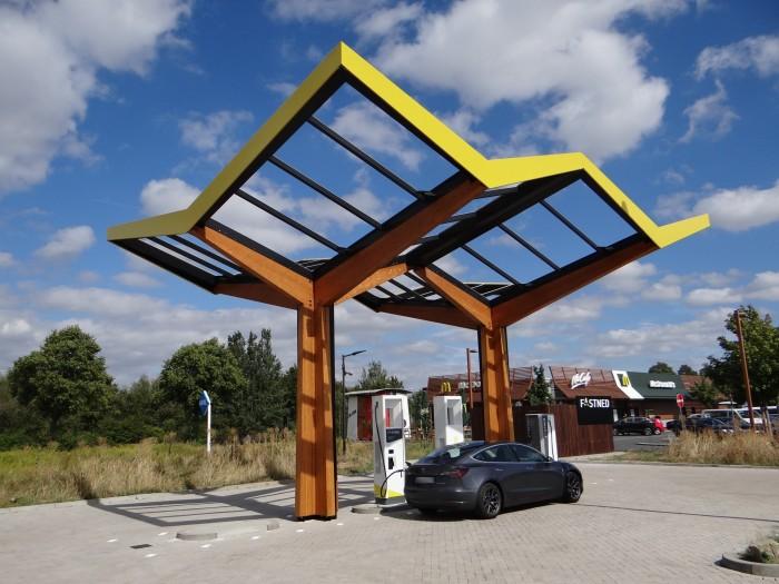 Eine Schnellladestation von Fastned mit 175 kW in Hildesheim. (Foto: Björn Schäfer)