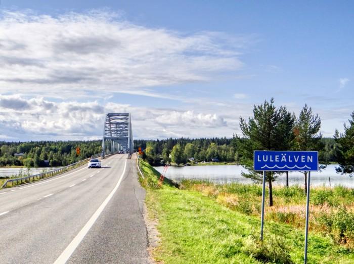 Brücke über eine Nebenstrecke der E4 bei Gäddvik. (Foto: Björn Schäfer)