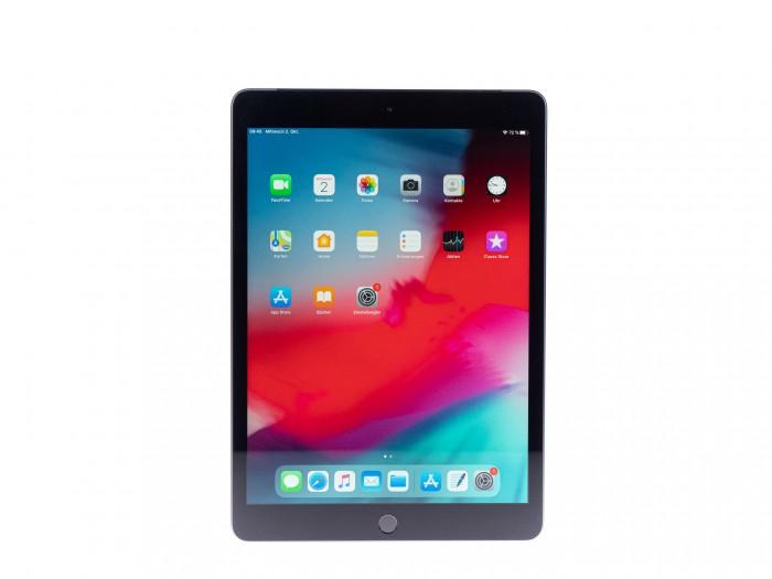 Das neue iPad 7 von Apple hat einen 10,2 Zoll großen Bildschirm. (Bild: Martin Wolf/Golem.de)