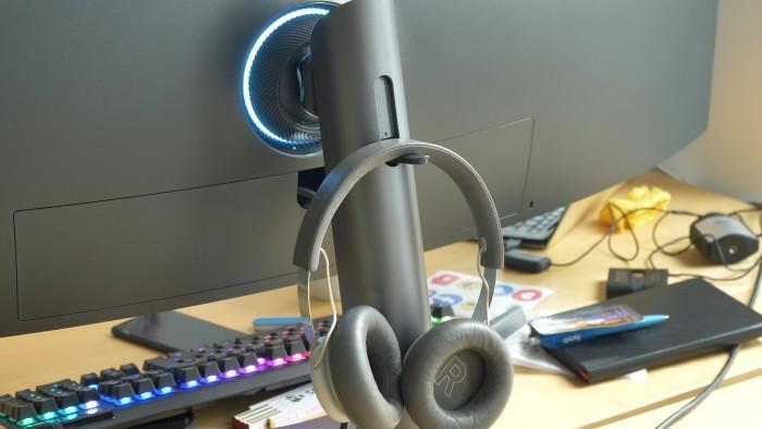 Auf der Rückseite ist Platz für ein Headset. (Bild: Martin Wolf/Golem.de)