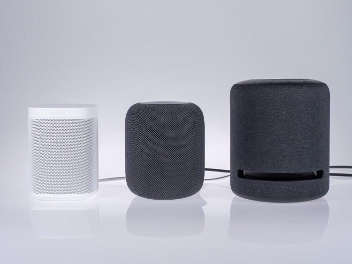 Größenvergleich: links Sonos One, in der Mitte Apples Homepod und rechts Amazons Echo Studio (Bild: Martin Wolf/Golem.de)