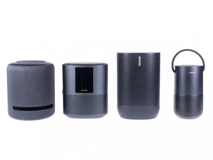 Von links nach rechts: Amazons Echo Studio, Bose Home Speaker 500, Sonos Move und Bose Portable Home Speaker (Bild: Martin Wolf/Golem.de)