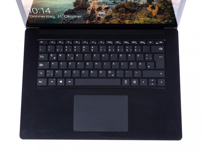 Die Tastatur und das Touchpad wurden angepasst. (Bild: Martin Wolf/Golem.de)