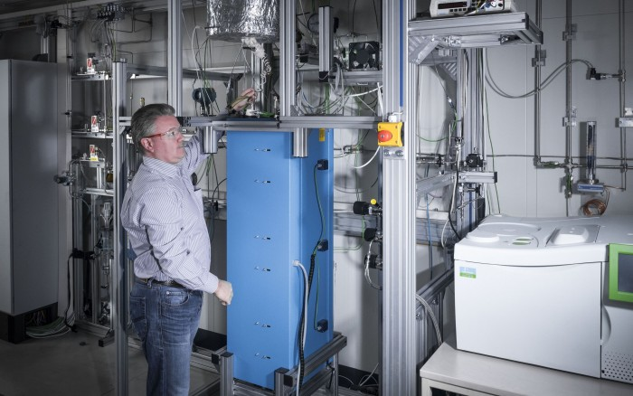 Der Versuchsreaktor zur Methanspaltung ist Teil des Flüssigmetalllabors am KIT. (Bild: Amadeus Bramsiepe, KIT)