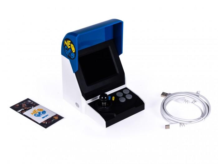 Im Neo Geo Mini ist ein 3,5 Zoll großer Bildschirm verbaut. (Bild: Martin Wolf / Golem.de)