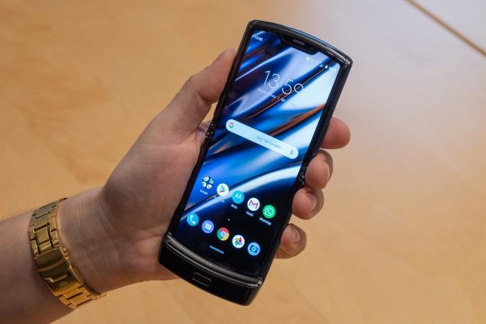 Eigentlich ist das neue Razr aber ein normales Android-Smartphone. (Bild: Martin Wolf/Golem.de)