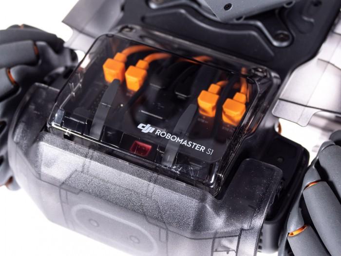 Der Controller hat Anschlüsse für Servomotoren und Sensoren.  (Bild: Martin Wolf/Golem.de)