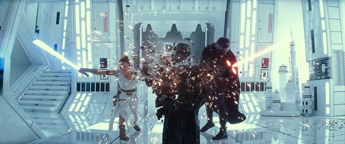 Lassen ihren Paarfrust an Opas alter Maske aus: Ben & Rey (Bild: Disney/Lucasfilm)