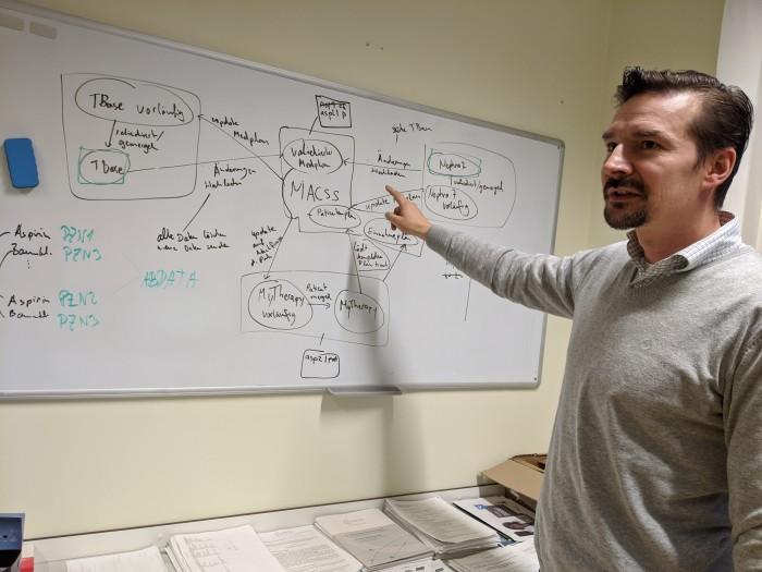 """Danilo Schmidt ist Data Scientist und IT-Leiter der """"Digitalen Nephrologie"""" an der Berliner Charité. (Bild: Maja Hoock)"""