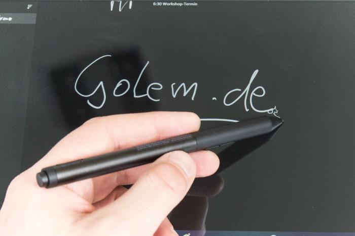 Das Schreibgefühl erinnert an das Surface Pro (Bild: Oliver Nickel/Golem.de)