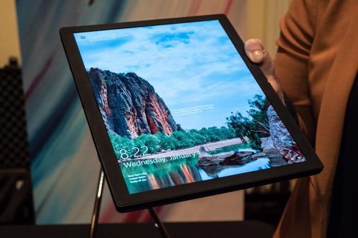 Das Thinkpad X1 Fold von Lenovo ist aufgeklappt ein 13,3 Zoll großes Tablet. (Bild: Martin Wolf/Golem.de)