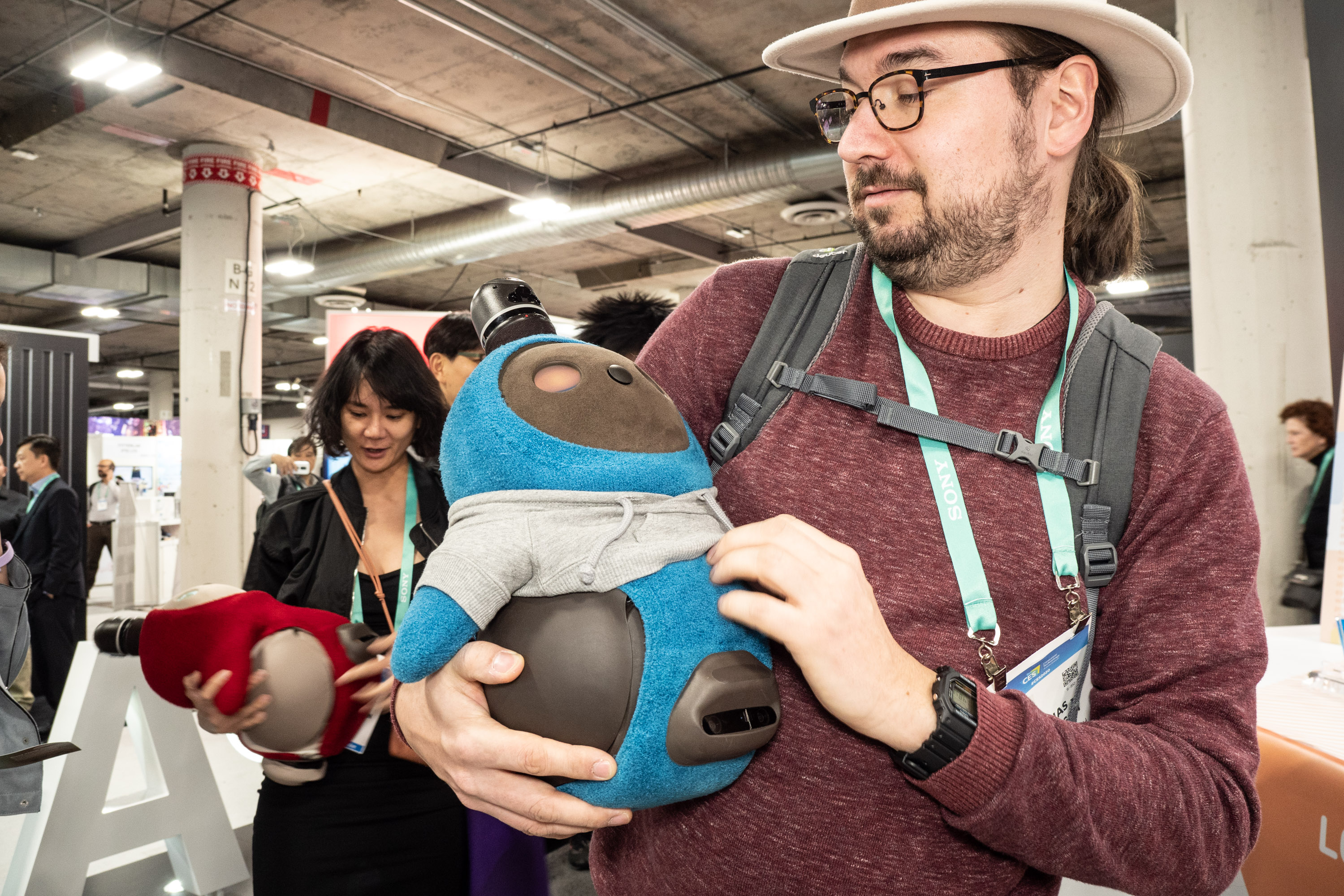 Lovot im Hands-on: Knuddeliger geht ein Roboter kaum - Pssscht, der kleine ist gerade eingeschlafen! (Bild: Martin Wolf/Golem.de)