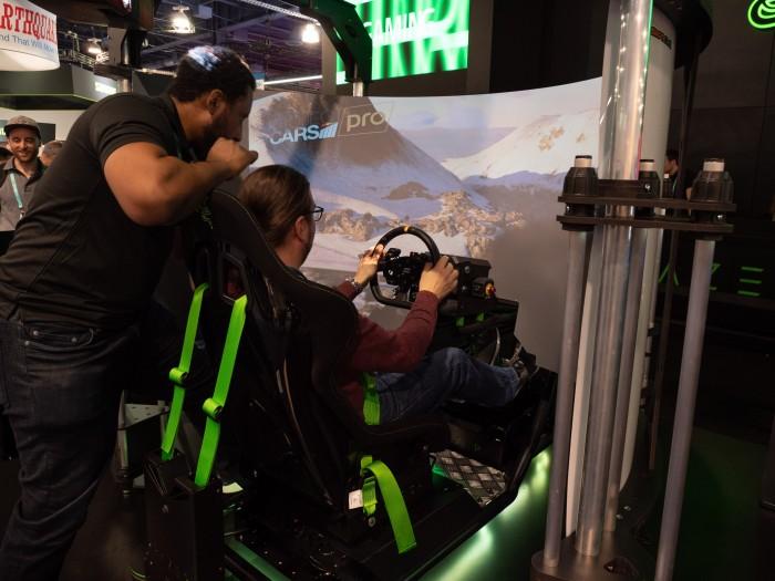 Razer zeigt auf der CES 2020 einen Eracing Simulator. (Bild: Martin Wolf/Golem.de)