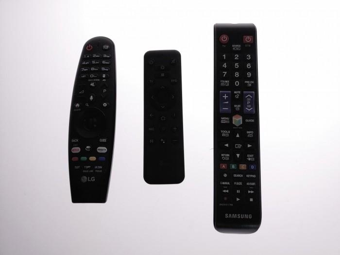 Im Vergleich ist gut zu erkennen, wie schlecht die Tasten auf der Fernbedienung des Magenta-TV-Sticks zu erkennen sind. (Bild: Martin Wolf/Golem.de)