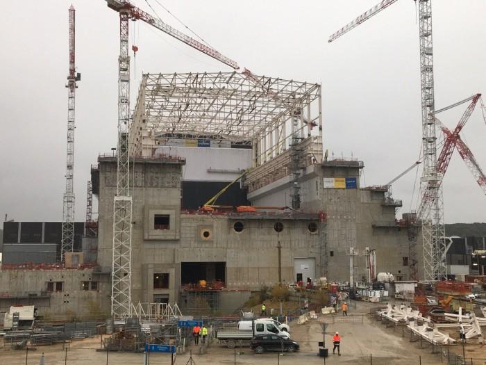 Das Dach wird im Dezember 2019 auf die Tokamak-Halle des Iter gebaut. (Bild: Iter)