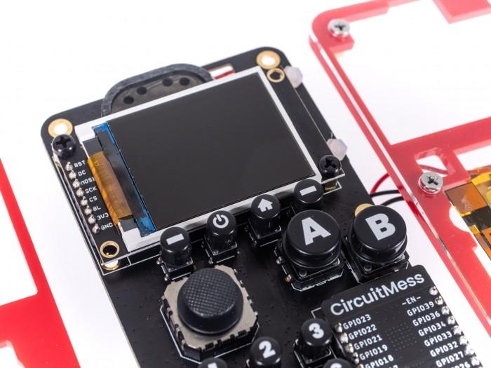 Das Display reicht für die Bedienung des Makerphone aus. (Bild: Martin Wolf/Golem.de)