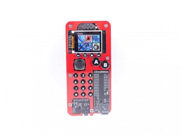 Das Makerphone ist ein einfaches Handy, das Nutzer erst zusammenbauen müssen. (Bild: Martin Wolf/Golem.de)