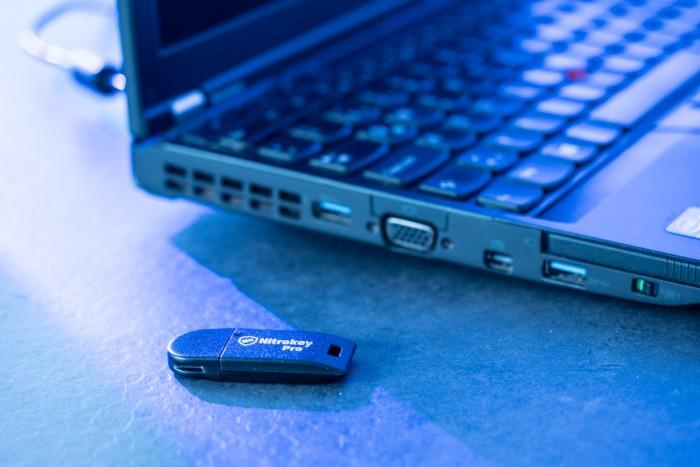 Nitropad X230 mit Nitrokey Pro (Bild: Martin Wolf/Golem.de)