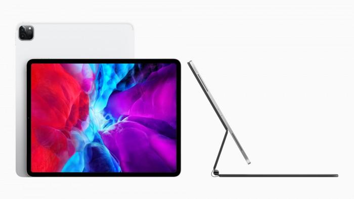 Für das neue iPad Pro gibt es das optionale Magic Keyboard: Das Tablet wird darin eingehangen. (Bild: Apple)