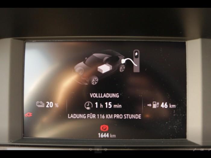 Unverständlich ist die Anzeige der Ladegeschwindigkeit im Auto: Die Angabe der geladenen Kilometer pro Stunde schwankt stark. (Foto: Friedhelm Greis/Golem.de)
