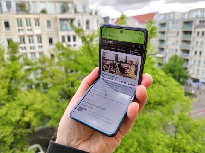 Das Galaxy Z Flip kostet momentan 1.260 Euro. (Bild: Tobias Költzsch/Golem.de)