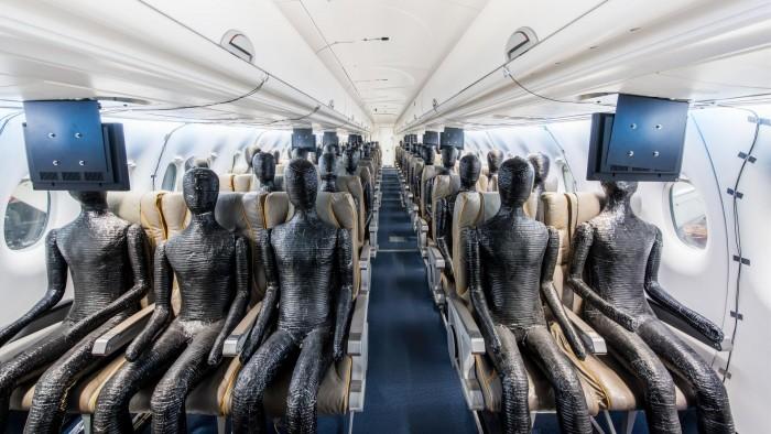 Dummis in einer Flugzeugkabine: Bisher ging es dem DR um den Komfort. (Bild: DLR/CC-BY 3.0)