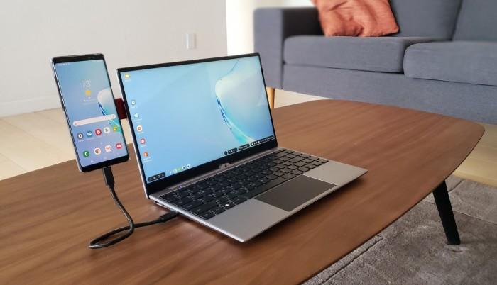 Nexdock Touch mit Halterung für ein Smartphone (Bild: Nex Computer)