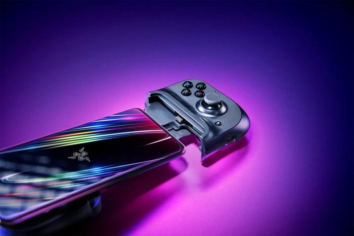 Der Kishi von Razer wird nicht per Bluetooth mit einem Smartphone verbunden, sondern über den USB-C-Anschluss. (Bild: Razer)