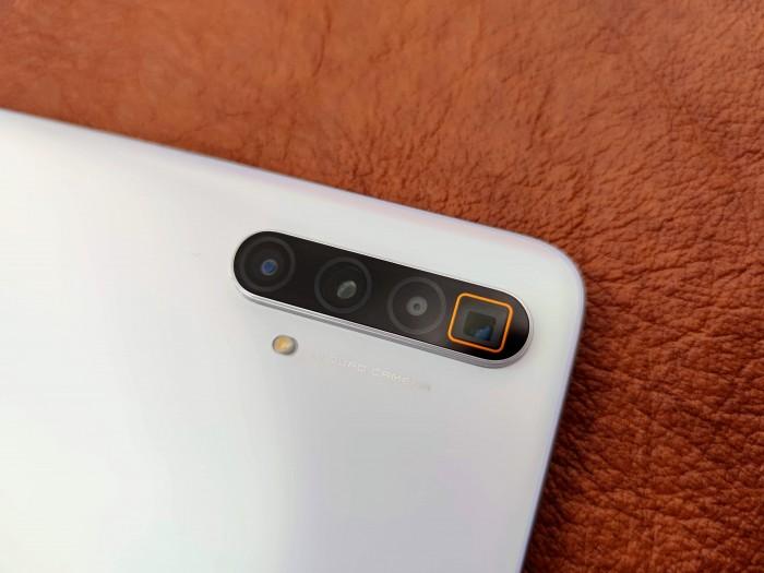 Der Sensor der Hauptkamera hat 64 Megapixel, außerdem gibt es ein Periskoptele mit fünffacher optischer Vergrößerung. (Bild: Tobias Költzsch/Golem.de)