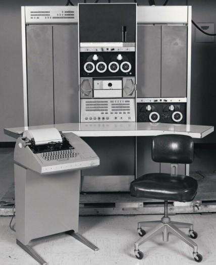 Auf einer PDP-7 programmierte Ken Thompson die Anfänge von Unix. (Bild: DEC)