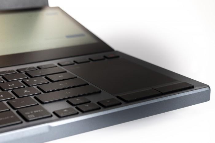 Das Touchpad ist daher gestaucht. (Bild: Oliver Nickel/Golem.de)