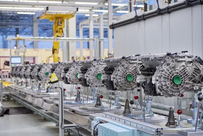 Produktion des hochintegrierten BMW E-Antriebs - Endmontage (Bild: BMW)