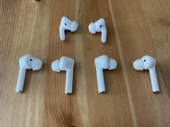 Oben Apples Airpods Pro, darunter die Freebuds 3i und Magic Earbuds (Bild: Ingo Pakalski/Golem.de)