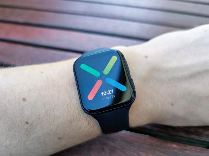 Die Oppo Watch erinnert auf den ersten Blick stark an die Apple Watch. (Bild: Tobias Költzsch/Golem.de)