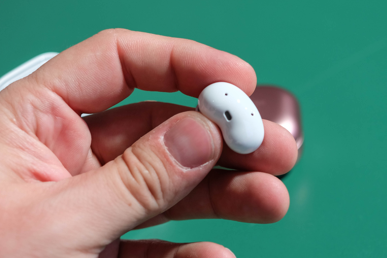 Galaxy Buds Live: Samsung stellt bohnenförmige drahtlose Hörstöpsel vor -
