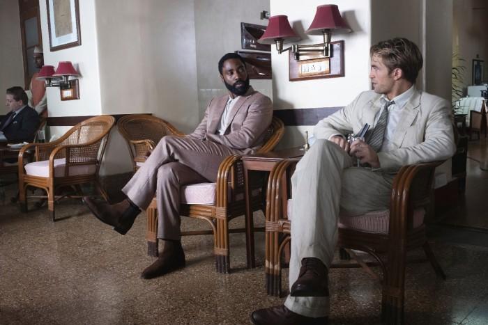 John David Washington und Robert Pattinson in Tenet (Bild: Warner Bros.)