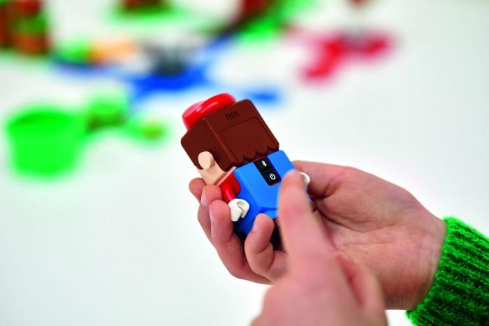 Bluetooth, Display, Lautsprecher und optischer Sensor - die Mario-Figur ist smart ausgestattet. (Bild: Lego)