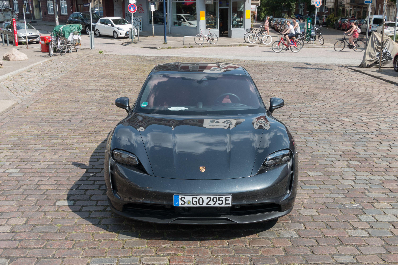 Test Porsche Taycan 4S: Dieses Auto ist Rock 'n' Roll - Er ist klar als Porsche erkennbar. (Bild: Werner Pluta/Golem.de)