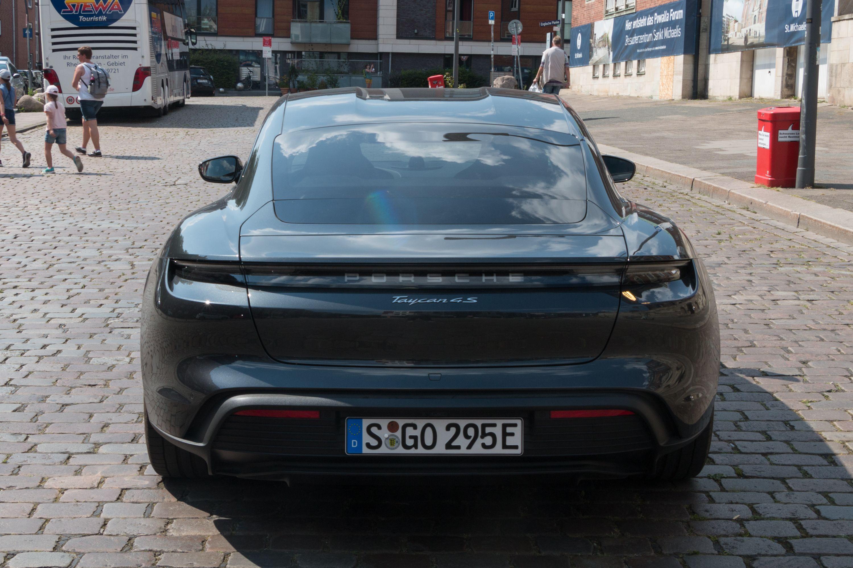 Test Porsche Taycan 4S: Dieses Auto ist Rock 'n' Roll - Die Designer haben Merkmale und Formen ... (Bild: Werner Pluta/Golem.de)