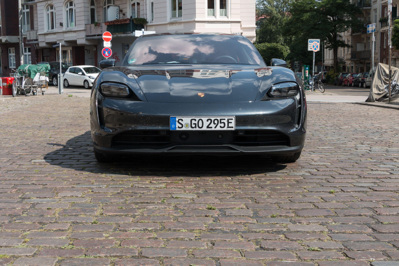Test Porsche Taycan 4S: Dieses Auto ist Rock 'n' Roll - Die Reichweite gibt Porsche mit rund 360 km an. (Bild: Werner Pluta/Golem.de)