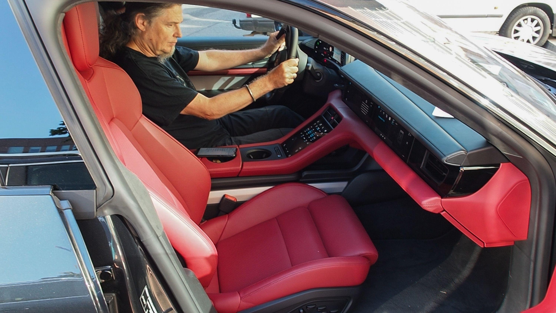 Test Porsche Taycan 4S: Dieses Auto ist Rock 'n' Roll - Das Interieur ist schick und mit Leder ausgestattet. (Bild: Petra Vogt)