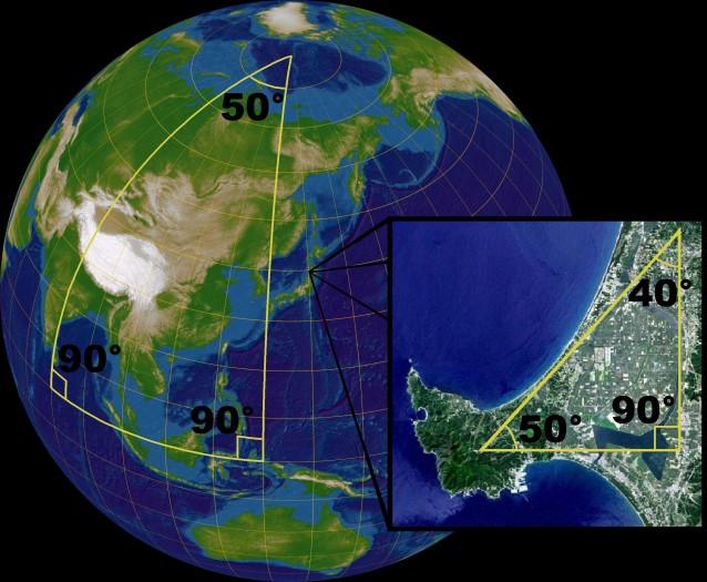 Nicht immer ergeben die Winkel eines Dreiecks in der Summe 180° (Bild: Lars H. Rohwedder, Sarregouset / CC BY-SA (https://creativecommons.org/licenses/by-sa/3.0))