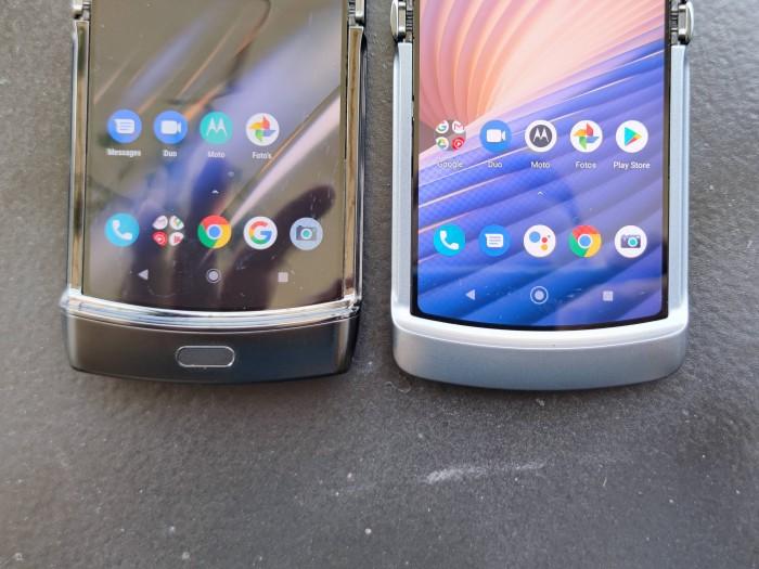 Die Nase am unteren Rand konnte Motorola beim neuen Razr 5G (rechts) verkleinern. (Bild: Tobias Költzsch/Golem.de)