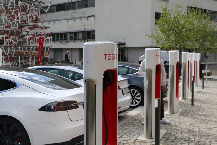 Tesla hat zwölf Supercharger vom Typ V3 auf dem Euref-Campus in Berlin errichtet. (Foto: Friedhelm Greis/Golem.de)