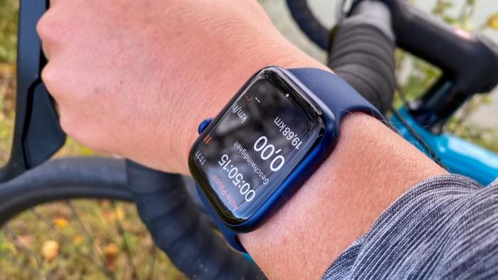 Apple Watch Series 6 ist auch beim Sport sehr angenehm zu tragen. (Bild: Golem.de/Peter Steinlechner)